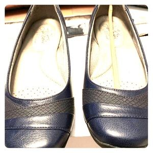 Life Stride work flat Size 6.5 NEW! Navy and Black